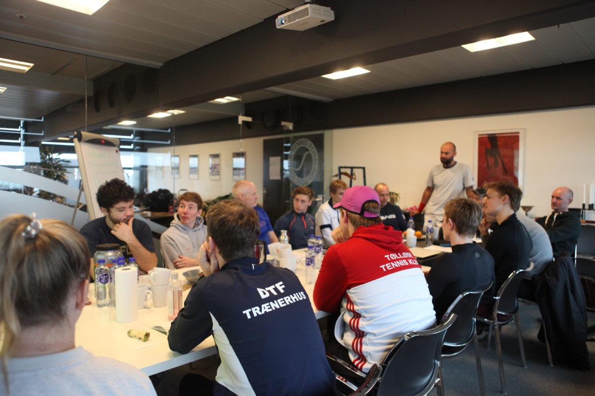 Godt nyt til 14 glade kursister · Dansk...